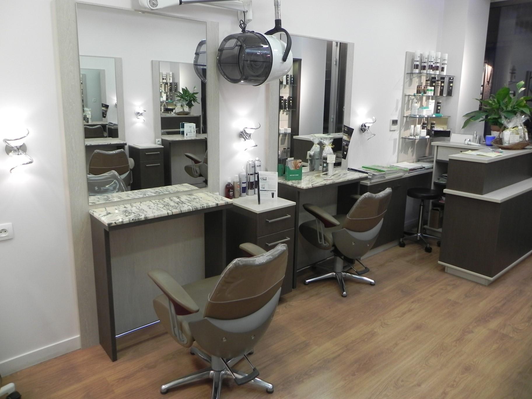 Salon de coiffeur Lyon 8 - Lesthair élégance Coiffure. Contactez-nous !